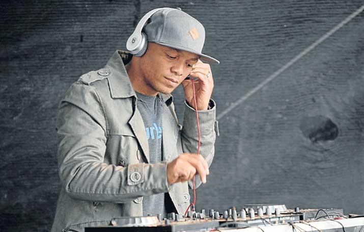 pastor the dj on set